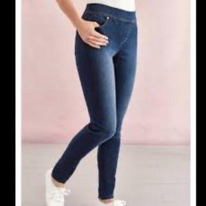 Gloria Vanderbilt Avery Slim Straight Leg Jeans 10